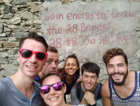28 bends on the 2 day Tiger Leaping Gorge trek