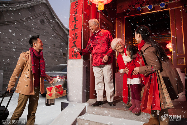 Visiting the homes of relatives is a tradition on Chinese New Year - Chinese New Year Superstition