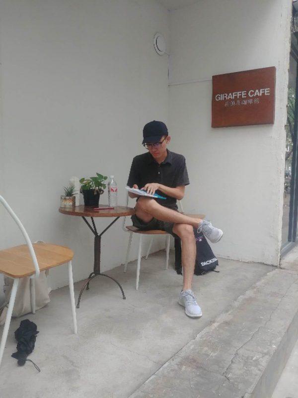 Eric先生 – 承徳で中国語クラスの準備中