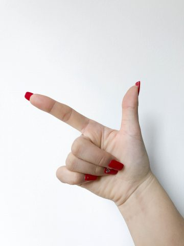 Lucky Numbers in Chinese - Hand Gesture for Number 8 in Chinese